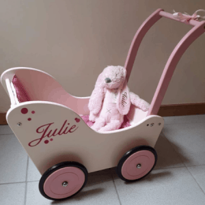 Gepersonaliseerde crème poppenwagen