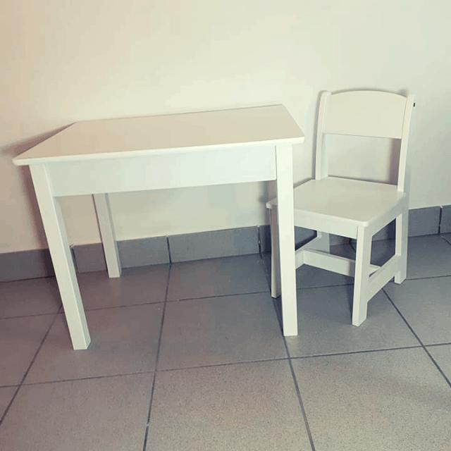 Kinderstoeltje Met Tafeltje.Set Tafeltje En Stoeltjes